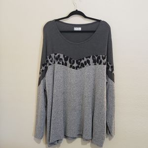 24/7 by Maurices Gray Leopard Long Sleeve Top